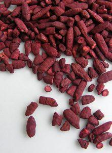 Rode gist rijst 221x300 - De Top 10 Meest Populaire Voedingssupplementen En Hun Eigenschappen!